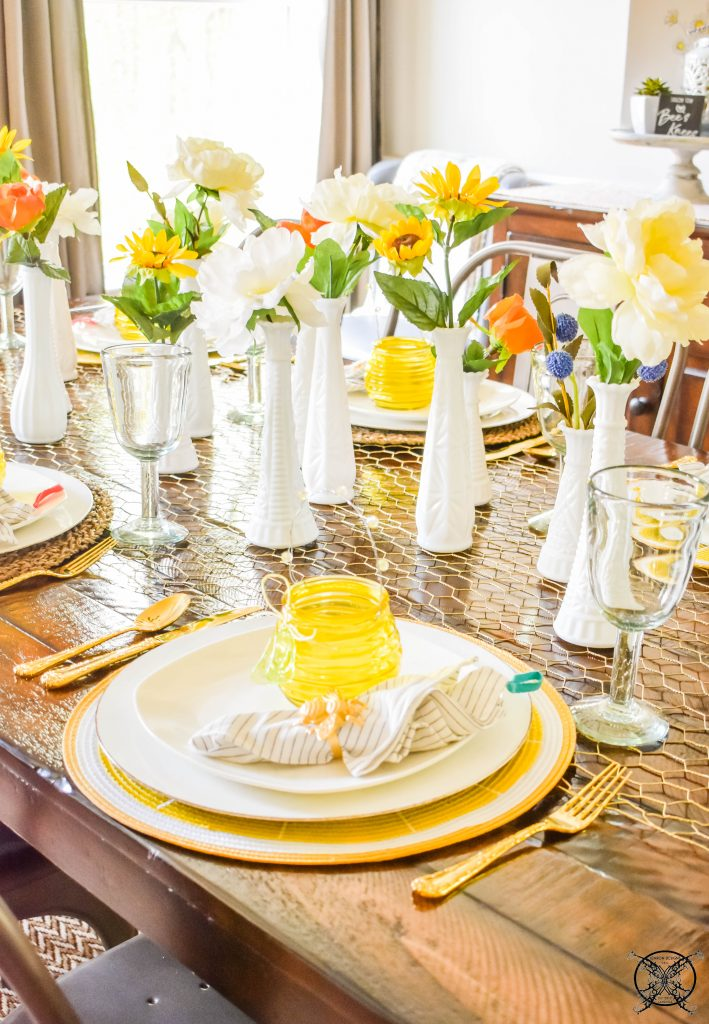 Placesetting Beehappy Tablescape JENRON DESIGNS