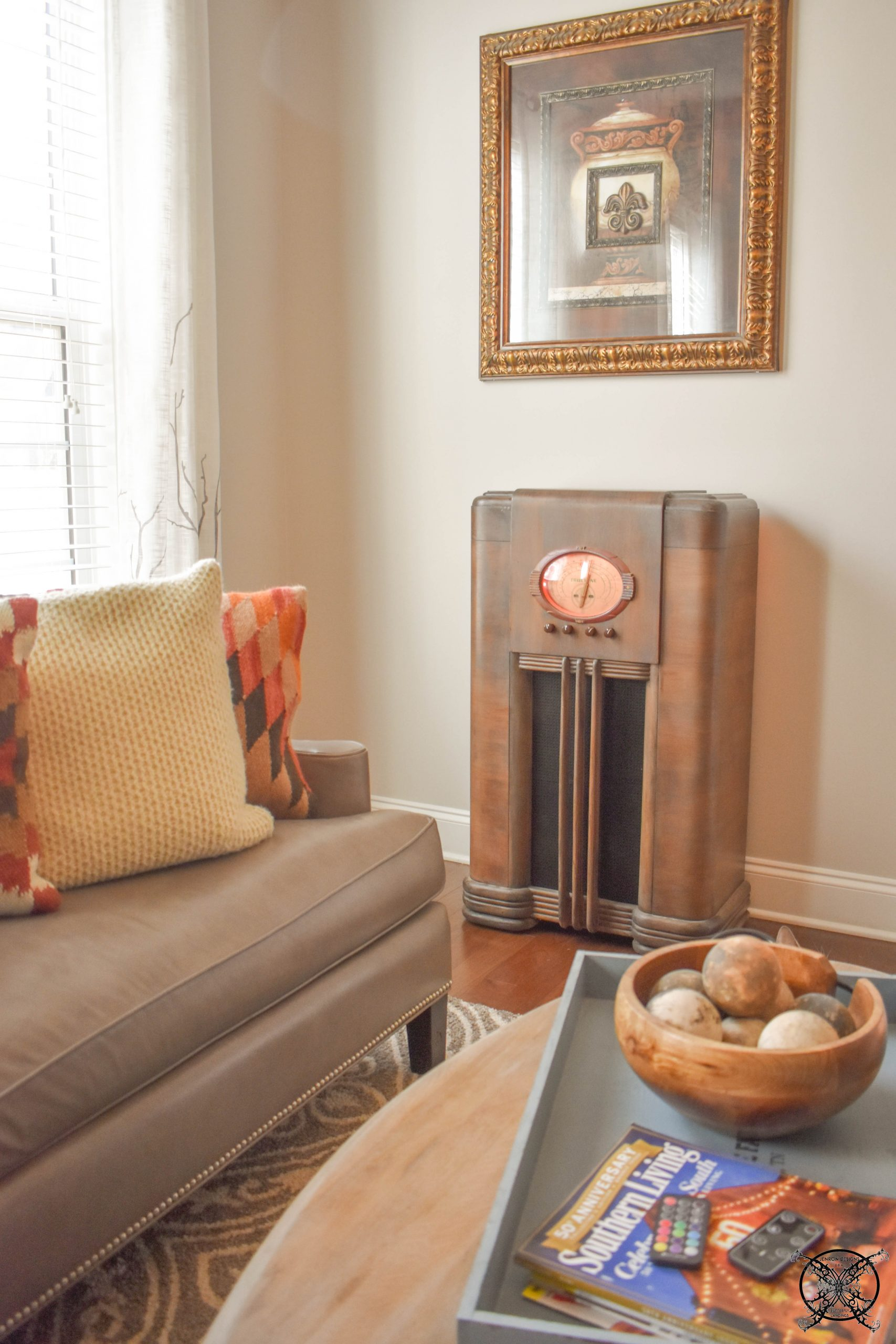 Antique Radio new home in Library JENRON DESIGNS.jpg