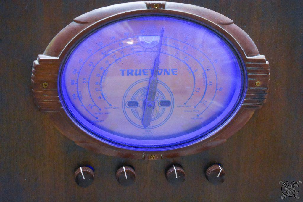 Antique Radio with color changes LEDs Blue JENRON DESIGNS