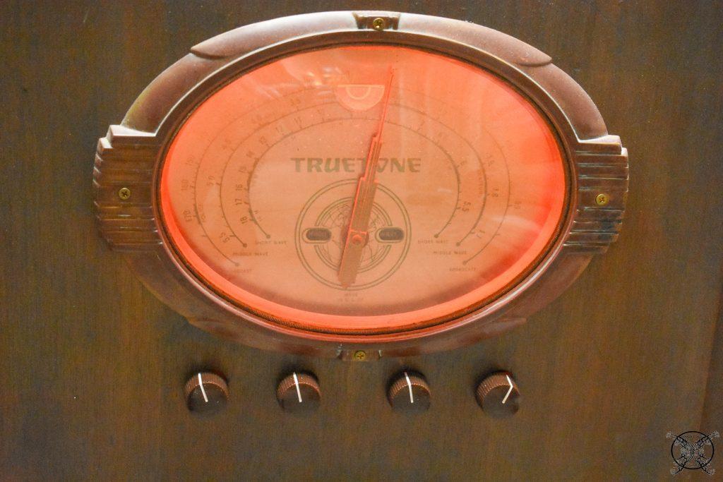 Antique Radio with color changes LEDs JENRON DESIGNS